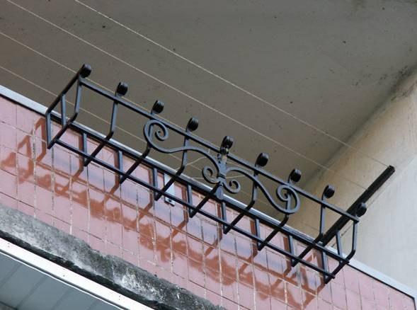 Кованые балконные подставки для цветов